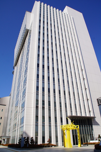 Osaka_Municipal_Main_office.jpg